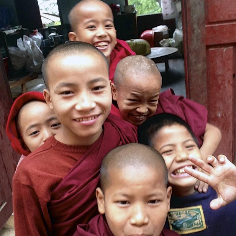 contacta-con-el-monasterio-taw-kywe-luu