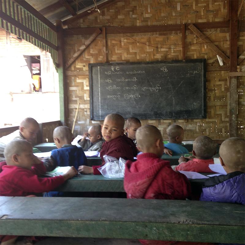 monastic-escuela-taw-kywe-luu