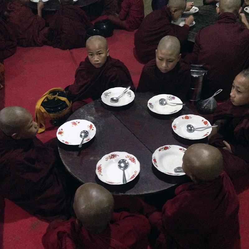 comer-en-el-monasterio
