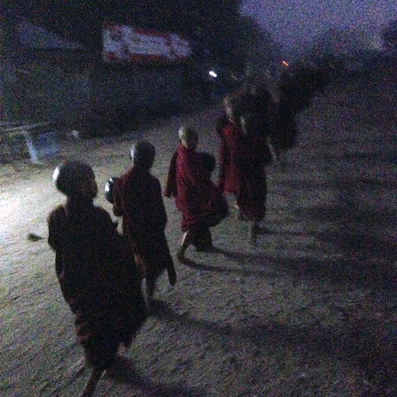 monastic-taw-kywe-luu-madrugada
