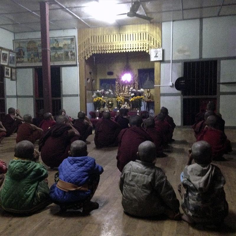 niños-recién-llegados-al-monasterio