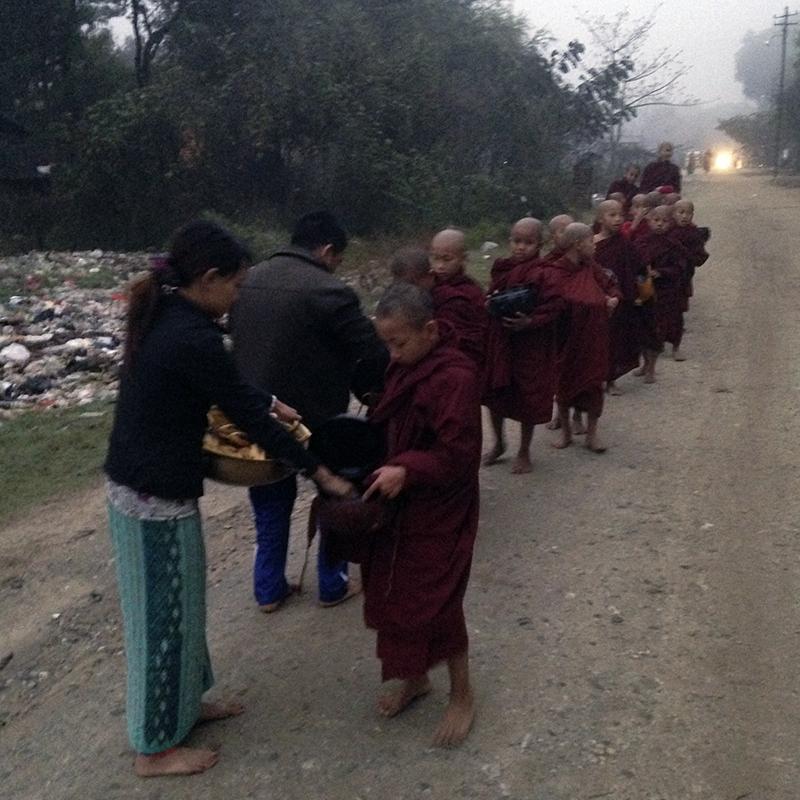 pedir-comida-Myanmar
