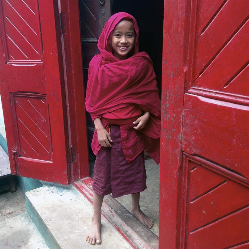 visita-monasterio-taw-kywe-luu